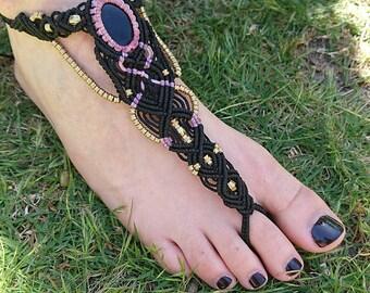 Black Onyx macramé barefoot sandal, beach shoes with black stone, macrame toe anklet, foot jewelry, footless sandal jewellery, foot bracelet