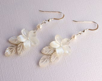 Mother of Pearl Plumeria Earrings, Pearl Frangipani Earrings, Beach Wedding Earrings, Plumeria Wedding, Hawaiian Wedding Shell Earrings