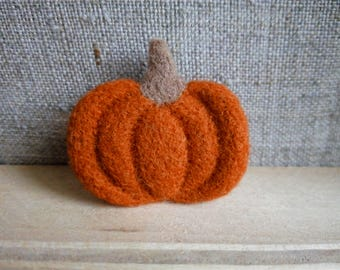 PUMPKIN felted brooch, eco friendly jewelry, brooch pin, felted art, handmade brooch, gift for mom, birthday gift, Halloween