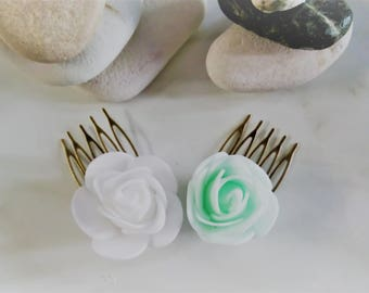 Set of 2 Minimal Flower Wedding Hair Comb Set, Boho Chic Mint Green and White Hair Clips, Bridesmaids Simple Hair Comb, Flower Girl Hairclip