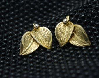 Vintage Gold Leaf Earrings - Gold Tone Earrings - Leaf Earrings - Vintage Clip On Earrings - Clip On Gold Tone Earrings - Vintage Clips