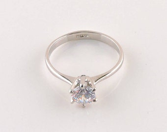 Size 8 18k White Gold Plated 1.25ct Round Cubic Zirconia Solitaire Ring