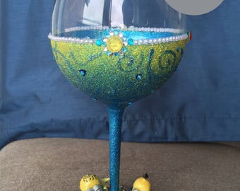 Minions Glitter Wine Glass
