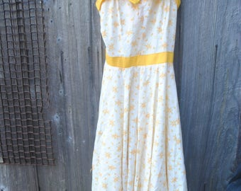 Super Cute Vintage 1950's Yellow/White Floral Long Summer Dress