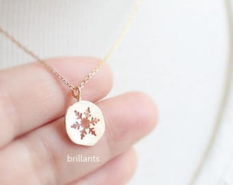 Free Gift Wrapping, Snowflake necklace, Snow, Coin necklace, Geometric, Gift, Bridesmaid jewelry, Wedding necklace, Personalized necklace
