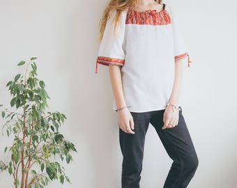 Vintage 70s Boho Peasant Tunic Blouse Foral Embroidered Gypsy