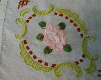 Flower Pattern Hand Embroidered Vintage Linen Vintage Handicrafts
