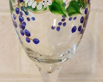 Daisies and Berries - Wine Glasses