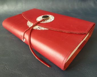 "For books of 18 cm of height, book adaptable in cherry red leather""customized with 2 round kid printed"""