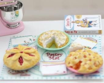Sweet Petite Play Scale 1:6 Scale Miniature Pie Set