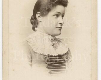CDV Carte de Visite Photo Victorian Young Attractive Woman Portrait White Lace Collar Pretty Dress - Charles B Taylor London - Antique Photo