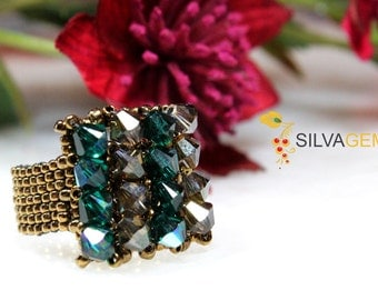 Gold Bronze and Green Emerald Swarovski Crystals Beaded Handmade Ring. Statement Ring. Swarovski Jewellery.