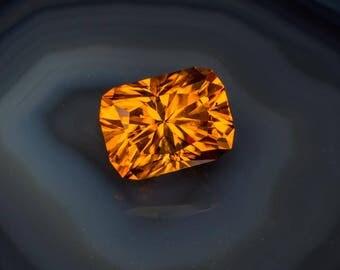 Incredible 7.10 carat Golden Zircon gemstone