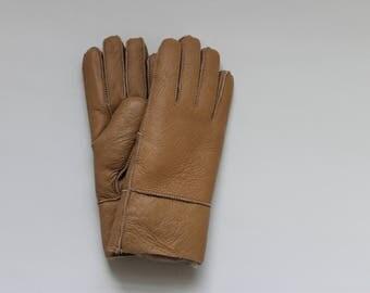 Beige sheepskin gloves