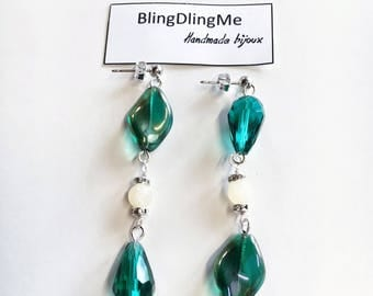 Asymmetrical earrings with crystals