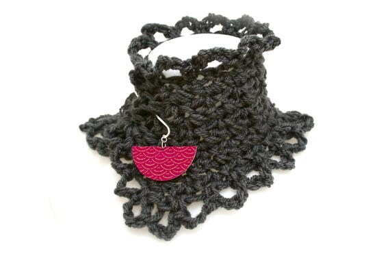 DESTASH collar Bohemian crochet handmade grey anthracite (black), brass, wood, fabric pic Japanese seigaiha motif