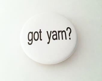 "1.50"" Pinback button ""got yarn?"""