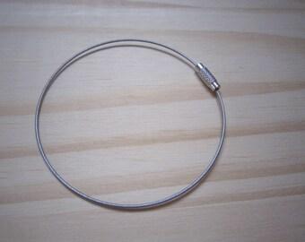 Wired silver metal bracelet holder