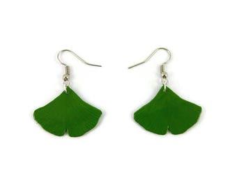 Boucles d'oreille feuilles de ginkgo biloba vertes, boucles d'oreille éco-responsables, boucles d'oreille en plastique peint (CD recyclé)