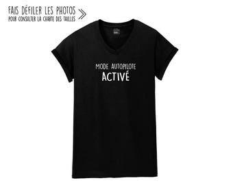 Mode Autopilote ACTIVÉ.Unisex V-NECK Tshirt.Petite Gazelle Atelier
