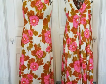 Vintage 70s Hawaiian muumuu dress tropical floral