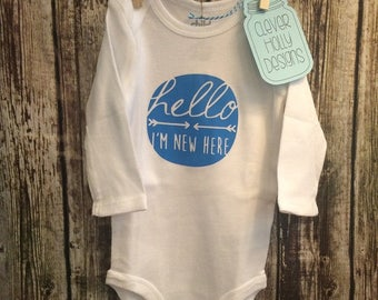New baby gift - Hello I'm New Here Onesie (long sleeve or short sleeve bodysuit) [unisex baby gift, new mom gift | mom to be gift idea]