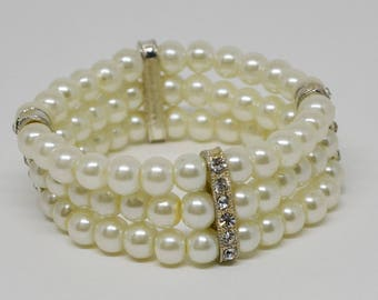 Charming Faux Pearls Stretchable Bracelet