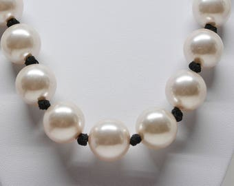 Charming faux pearl large necklace