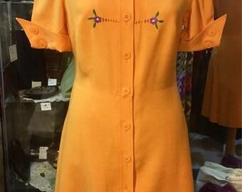1970' short sleeves mini dress. Size S.