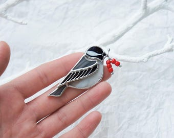 Stained Glass brooch Black Capped Chickadee, Tiffany Technique, Bird Holding Berries, Glass Brooch