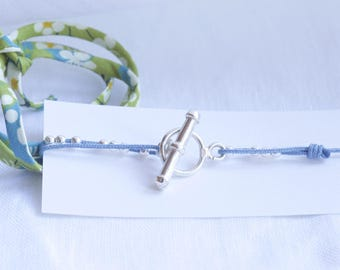 Bracelet blue beads and toggle clasp