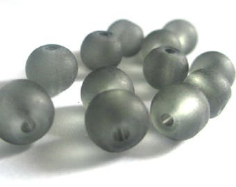 20 frosted grey glass beads 6mm (D-28)