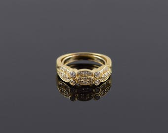 Cubic Zirconia Inset Scalloped Cluster Band Ring Size 7.75 Gold