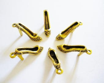 6 charms 25 mm x 11 mm Golden shoes