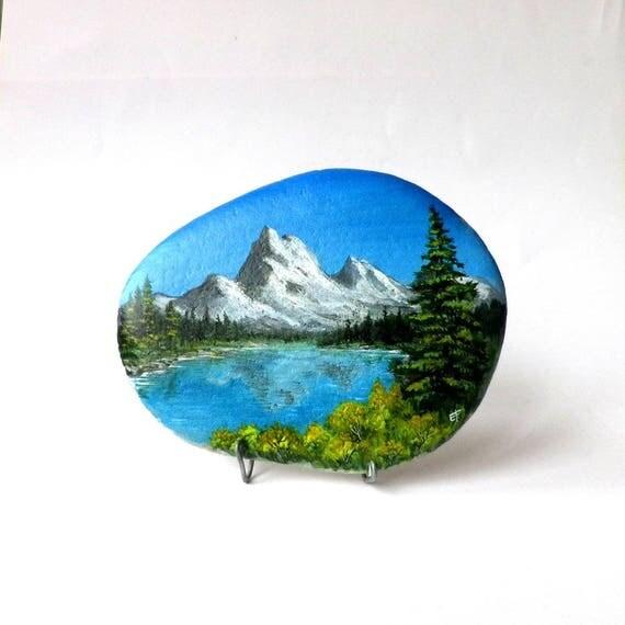 peinture sur galet paysage de montagne et lac. Black Bedroom Furniture Sets. Home Design Ideas