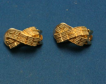 Vintage Christian Dior Haute Couture Mesh Cause Ribbon Gold Clip On Earrings