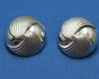 Vintage Beau Sterling Silver Swirled Button Earrings For Pierced Ears