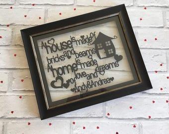 Een huis Is gemaakt van bakstenen en stralen die een huis Is gemaakt van liefde en dromen papier knippen ingelijst, House Warming geschenk, gepersonaliseerd nieuwe thuis cadeau