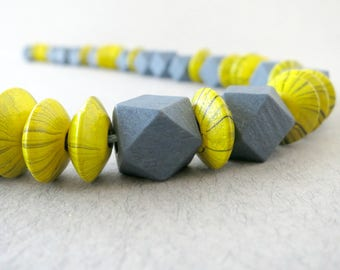 yellow statement necklace, gray statement necklace, gray necklace, yellow necklace, yellow gray necklace, summer outdoors, summer necklace