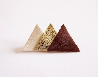 Pin 3 beige, gold and dark Burgundy leather triangles