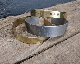 SET of APART: Messing armband 1 cm ( you the moon and back ). Messing armband 1,2 cm ( the best is yet to come ). Aluminium armband fantasie