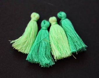 4 small tassels/3 cm/Mix