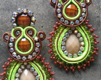 earrings with green mustard seed and Brown soutache
