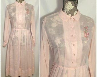 Vintage 1940s Pink Pleated Embroidered Dress // S