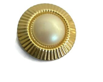 Gold Tone Faux Pearl Round Scarf Clip