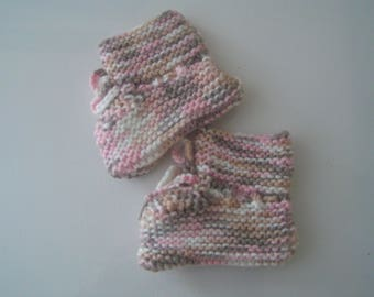 Baby 3 months booties color taupe Heather/pink hand knitted
