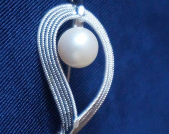 Elegant, Vintage, silver , brooch pin pendant, with Pearl