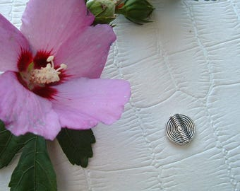 "Set of 3 Silver Tibetan flat round ""spirales"" 15mm beads"