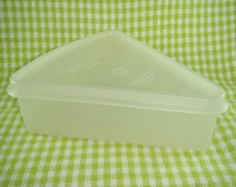 Tupperware Pie Slice Saver circa 1960s Tupperware Made in Great Britain