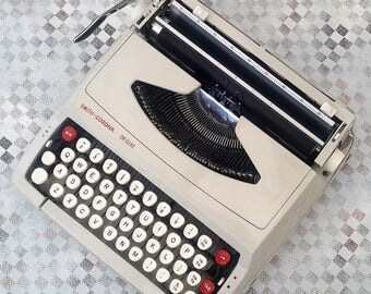 Portable Typewriter, Smith Corona De Luxe Working cream S C M typewriter Made in England